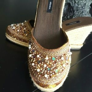 Sequins and Pearls on Brocade! Woven wedge, 8